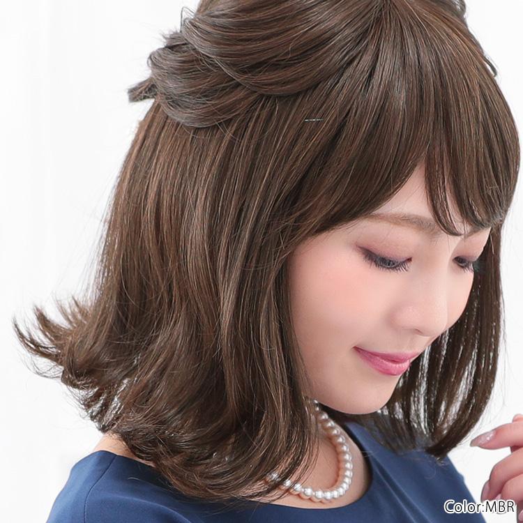フォーマル、セミフォーマル、パーティーフォーマルにぴったりで、ナチュラルな華やかさをもったヘアスタイルです。