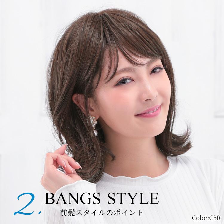 少し重めに作られた前髪を、隙間を見せるようにスタイリングすると、さらに抜け感がアップ!