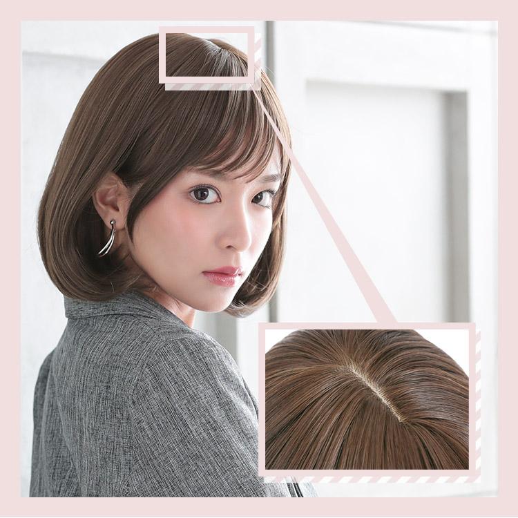 こちらのファッションフルウィッグのつむじには、頭皮に近いカラーのI型人工頭皮を採用しています。