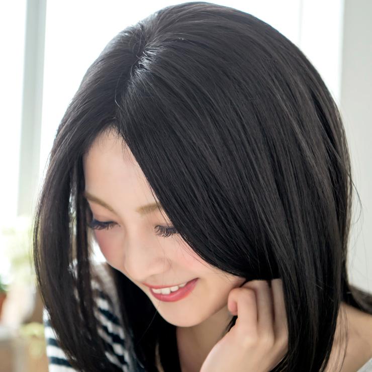 地毛が真っ黒という方や、職場・学校が厳しくてという方にとてもご好評いただいています。真っ黒の黒髪ではありますが、青光りしないよう、ほんの少しだけ赤みの感じられる色合いを採用していますよ。
