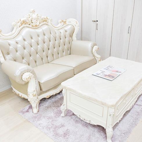 待合室の豪華なソファー